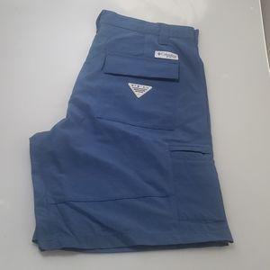 Columbia PFG size 32 shorts